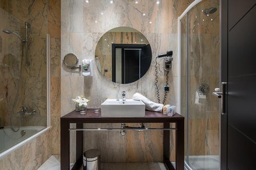 Sallés Hotel Málaga Centro - Málaga - Bathroom