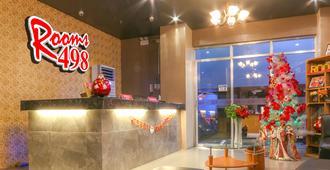 Rooms 498 Hostel - Mandaluyong - Front desk