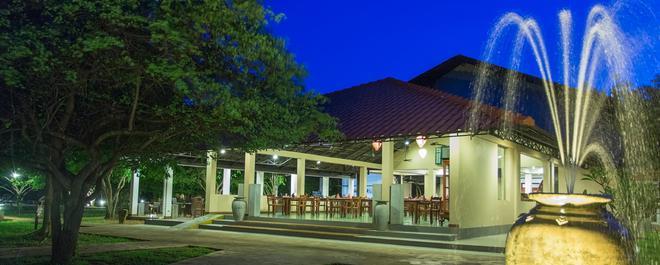 Kassapa Lions Rock - Dambulla - Building