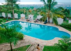 Best Outlook Hotel - Buyumbura - Piscina