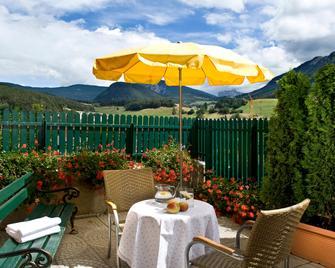Hotel Cavallino D'Oro Bed&Breakfast - Castelrotto - Outdoor view