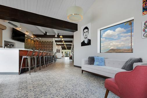 Hotel McCoy - Art, Coffee, Beer, Wine - Tucson - Bar