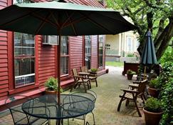 Bellevue House - Newport - Outdoor view