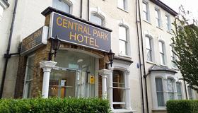 Central Park Hotel Finsbury Park - London - Building