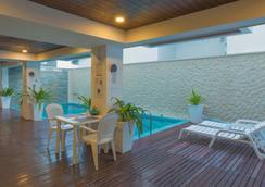 比奇伍德酒店 - 馬費雪 - 馬富施 - 游泳池