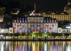 Hotel Schweizerhof Luzern - Luzern - Rakennus