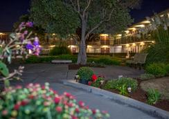 Park Pointe Hotel - South San Francisco - Outdoors view