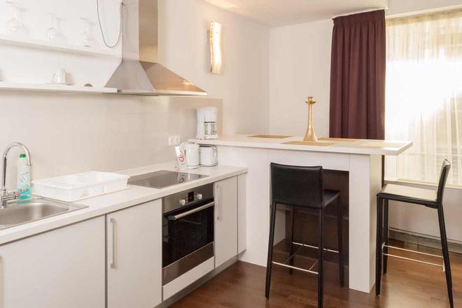 Bliss Hotel & Wellness - Budapest - Kitchen