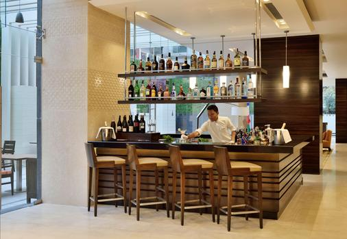 Fairfield by Marriott Kathmandu - Kathmandu - Bar
