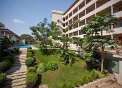 アパートホテル ミル シダデス - ベンゲラ - 建物