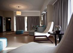 アパートホテル ミル シダデス - ベンゲラ - リビングルーム