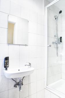 Hotel-Pension Insor - Berlin - Bathroom