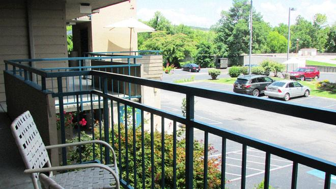 Arbors at Island Landing Hotel & Suites - Pigeon Forge - Balcony