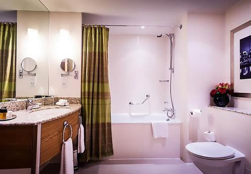 London Marriott Hotel Canary Wharf - London - Bathroom