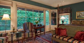 The Stockade Bed and Breakfast - Baton Rouge - Living room
