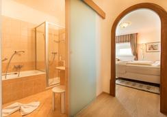 Schloss Hotel Lerchenhof - Hermagor - Bedroom