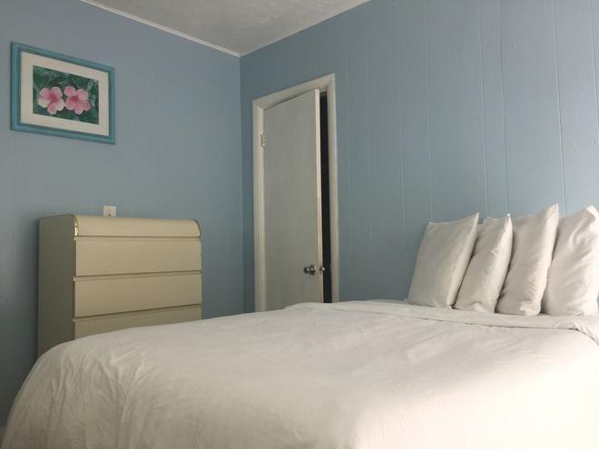 St Maurice Beach Inn - Hollywood - Bedroom