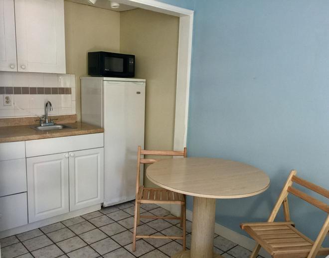 St Maurice Beach Inn - Hollywood - Dining room