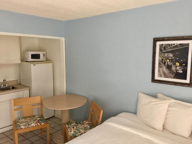 St Maurice Beach Inn - Hollywood - Living room