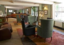 The Bull Hotel - Gerrards Cross - Lobby