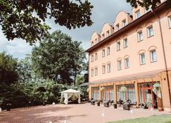Garden Park Hotel - Wieliczka - Building