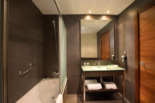F&G Logroño Hotel - Logroño - Bathroom