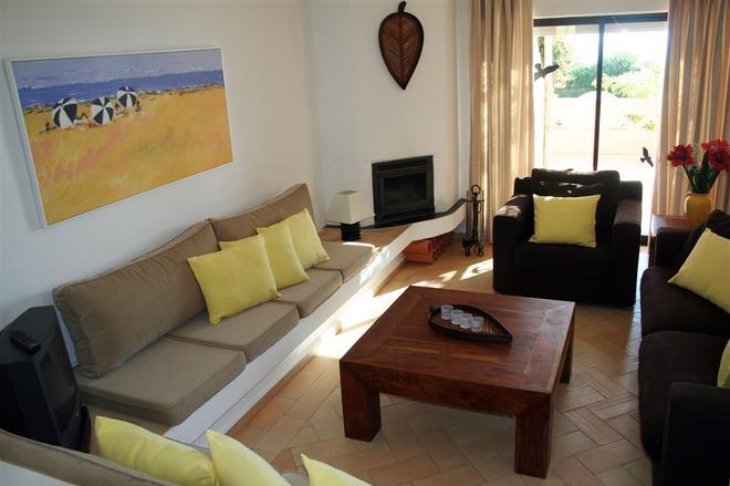 Apartamentos Turisticos Buganvilia - Lagos - Living room