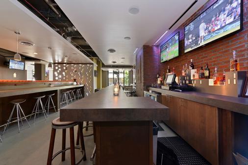 Hotel Cleveland Gateway - Cleveland - Bar