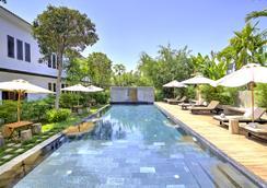 La Residence Blanc D'Angkor - Siĕm Réab - Uima-allas