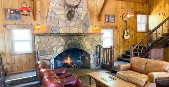 Ith Big Bear Retreat Center & Hostel - Big Bear Lake - Phòng khách