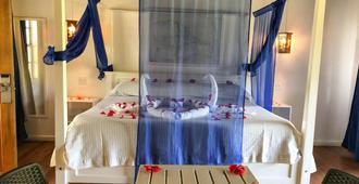 Henry Morgan Hotel & Beach Resort - Coxen Hole - Habitación