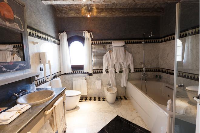 Chateau Pago De Cirsus - Ablitas - Bathroom