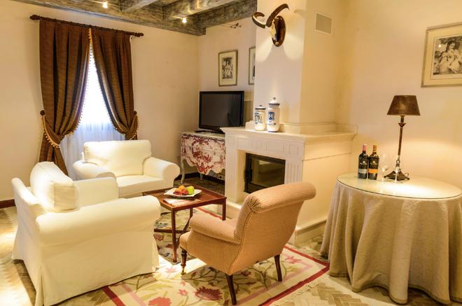 Chateau Pago De Cirsus - Ablitas - Living room