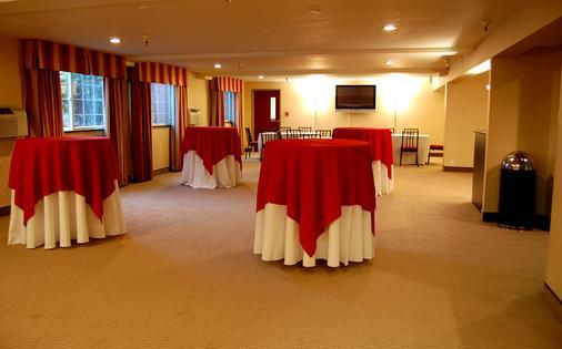 Clarion Hotel - Renton - Banquet hall