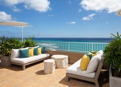 Aston Waikiki Beach Hotel - Honolulu - Patio
