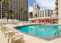 Aston Waikiki Beach Hotel - Honolulu - Pool