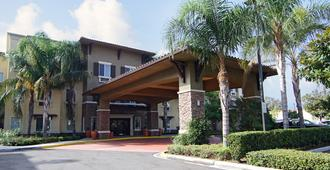Comfort Inn and Suites Near Ontario Airport - Ontario - Edificio