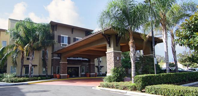 Comfort Inn and Suites Near Ontario Airport - Ontario - Rakennus