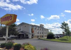 Super 8 by Wyndham Latham/Albany Troy Area - Latham - Outdoors view