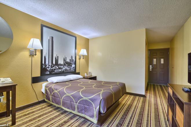 Super 8 by Wyndham Latham/Albany Troy Area - Latham - Schlafzimmer