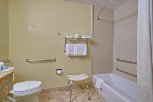 Super 8 by Wyndham Latham/Albany Troy Area - Latham - Bathroom