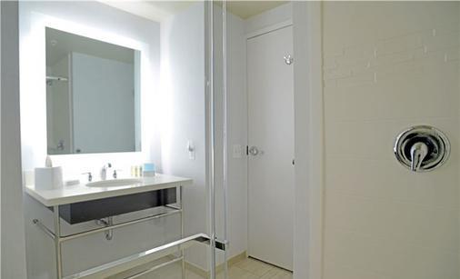 Hampton Inn & Suites, Washington D.C. - Navy Yard - Washington - Bathroom