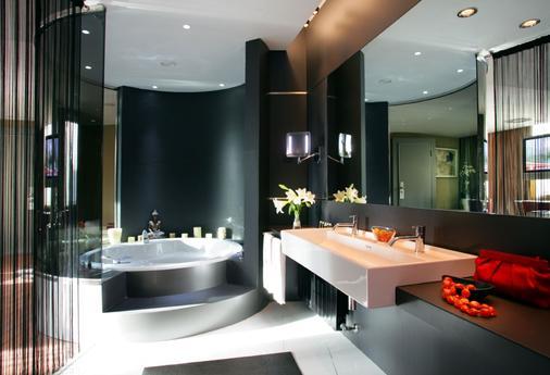 Hotel Carlemany Girona - Girona - Bathroom