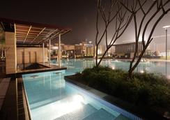 Oodles Hotel - New Delhi - Pool