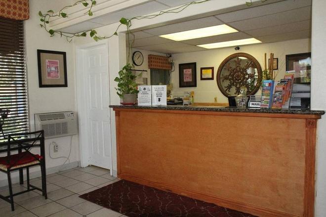 Anaheim Maingate Inn - Anaheim - Front desk