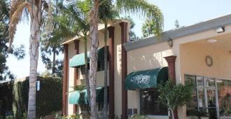 Anaheim Maingate Inn - Анахайм - Вид снаружи