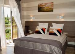 Hotel Hemingway - Krasnodar - Camera da letto