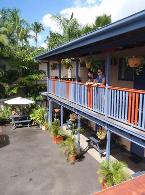 Castaways Backpackers - Cairns - Balcony