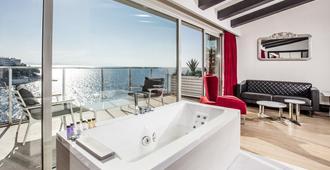 Charisma De Luxe Hotel - Kusadasi - Balcony