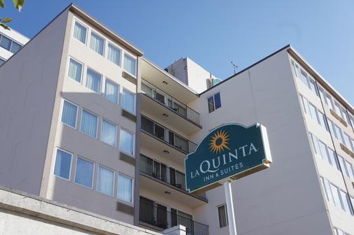 La Quinta Inn & Suites by Wyndham Seattle Downtown - Σιάτλ - Κτίριο